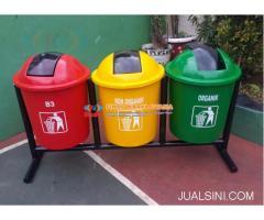 Pusat Tempat Sampah Gandeng Bahan Fiberglass Tiga Pilah
