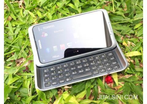Hape Jadul Nokia E7 Slide QWERTY Seken Mulus Kolektor Item